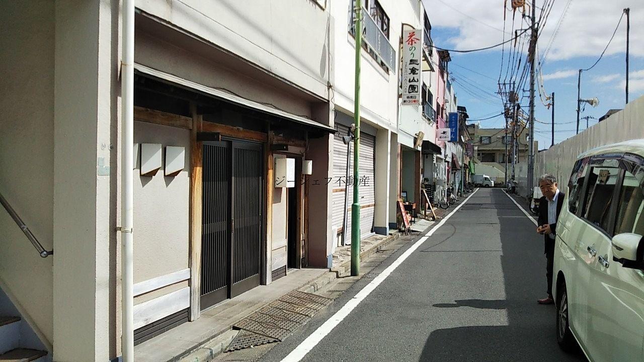 中央本町2丁目店舗 前面道路です。