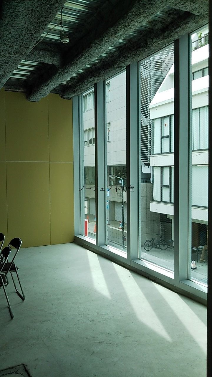 ACN渋谷道玄坂ビル 2F室内 前面道路側窓面