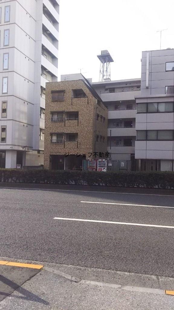 反対側道路からの建物写真