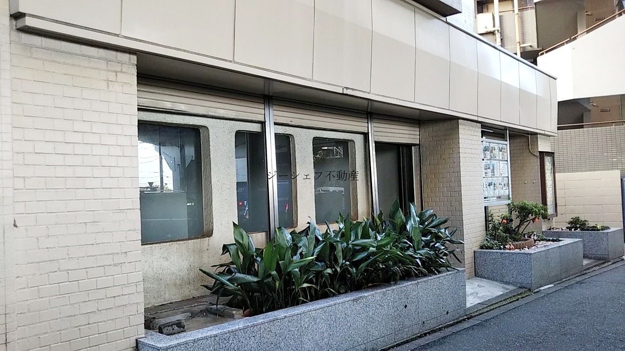 ライオンズマンション松原1F店舗間口